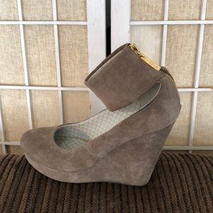 Matiko Suede platform heels